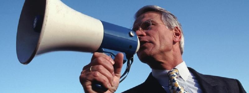 Travail de la voix: comment le guide doit régler sa voix et sa diction
