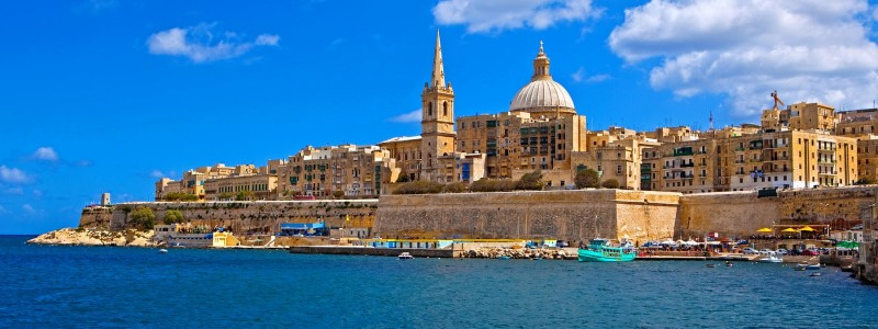 Valletta: between natural harbours
