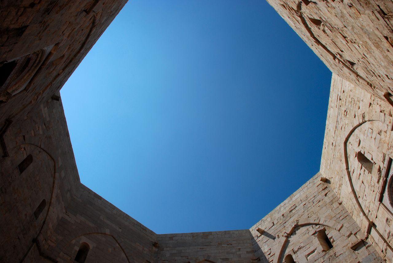 Castel del Monte e il numero otto