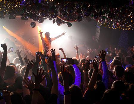 Ночные клубы москвы для трансов драки в ночных клубах один против всех